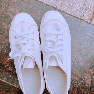 🚚 無印良品 白色帆布鞋24.5號