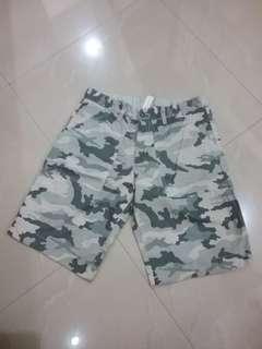 Celana pendek army Old Navy