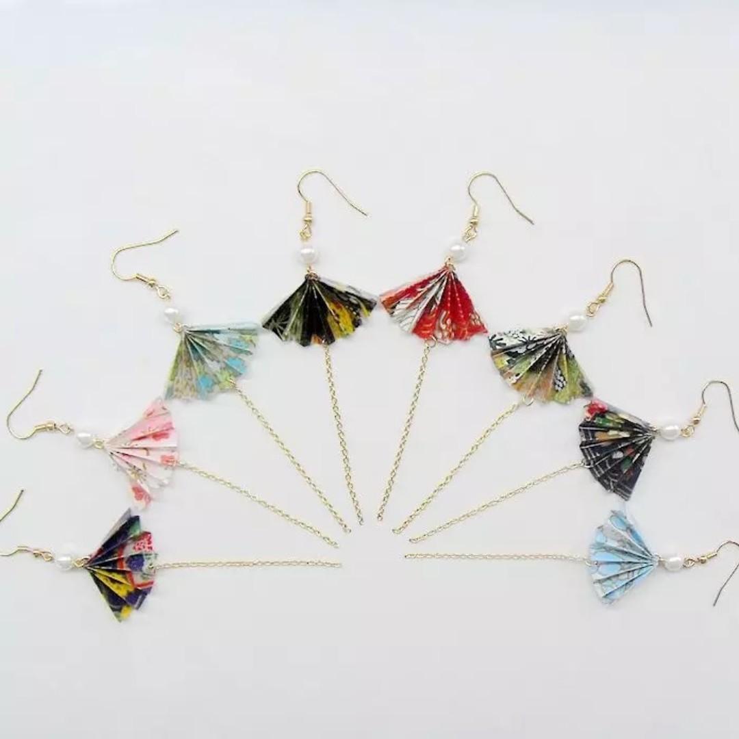 2-09 Beautiful Origami earrings fan light blue