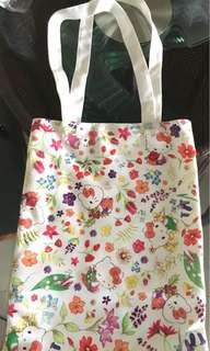 Crabtree & Evelyn Hello Kitty A4 袋