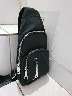Tas Selempang Pria BARU Sling Bag Import Bahan Nilon Anti Air sisa pabrik cacat 1 resletting paling depan saja tidak mengganggu