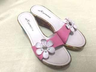🚚 粉色厚底拖鞋與短褲