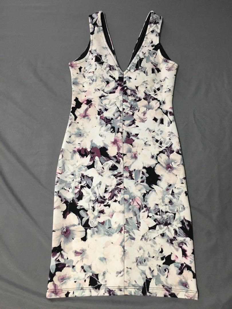 Deep v floral bodycon dress f21