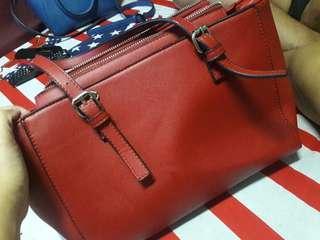 Tas Merah Stradivarius