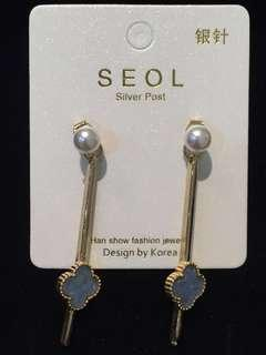 015 Grey Clover with Front Back Design Earrings