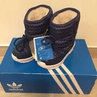全新 小童 adidas藍色雪靴