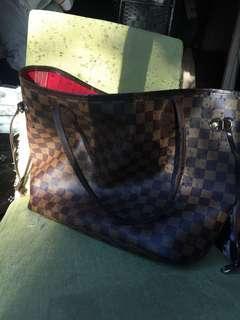 Louis Vuitton neverfull purse