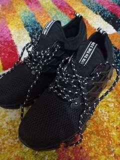 Sepatu running dan casual