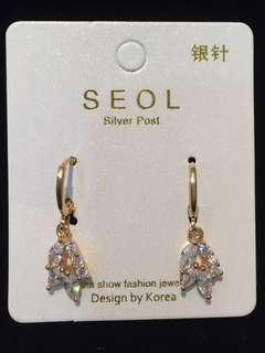 027 24k Shiny Leaves Earrings