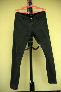 PULL AND BEAR JEGGING BLACK JEANS