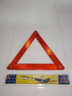 1 x brand new and unused reflective triangular sign with box and free delivery
