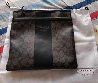 Mint Condition 100% authentic COACH SLING BAG. (VINTAGE BAG)