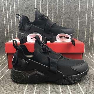 Nike Air Huarache City Low Triple Black