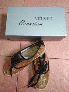 Velvet Occasion Glitter Gold