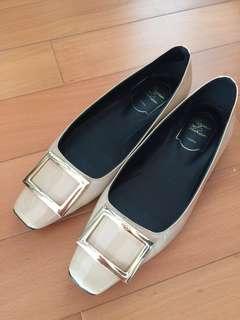 方框金扣 裸色 平底鞋 舒適