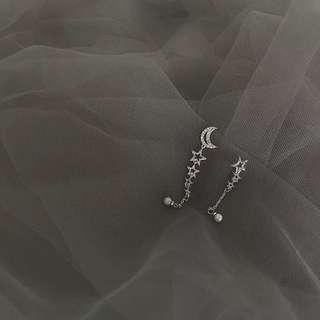 🚚 《早衣服》9月秋🎑星月交輝不對稱夢幻珍珠五角星星月亮珍珠鑲鑽鋯石耳環耳針(預)