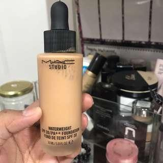 MAC Waterweight Foundation Shade NC40