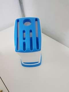 Plastic knife holder