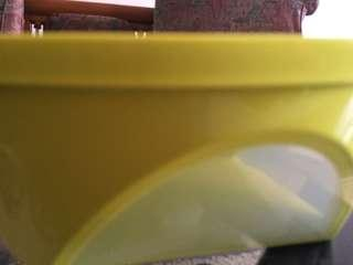 Yellow square bowl 2,5 L