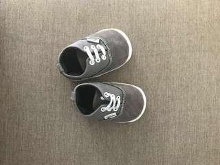 Grey sneakers prewalker