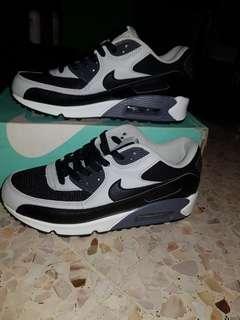 brand new 052fe 9b2ac Nike Air Max 90 essential