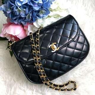 🖤Rare and Beautiful!🖤 Chanel Vintage Small Round Flap in Black Lambskin and Dual Tone
