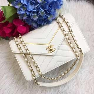 ❄️Beautiful!❄️ Save 2k! Chanel Seasonal Envelope Flap in Off White Leather GHW