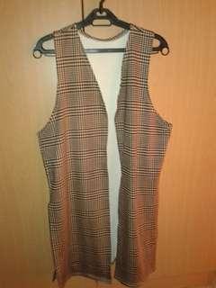 Checkered sleeveless vest