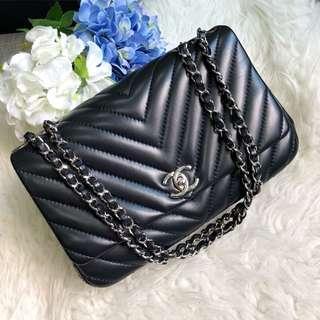 ⛔️RESERVED!⛔️ Chanel Medium Seasonal Flap in Black Lambskin SHW.