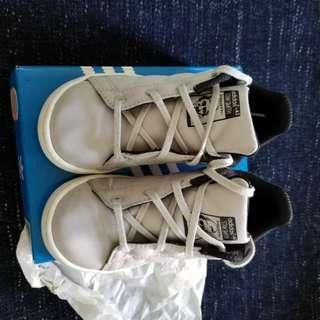 Adidas幼童波鞋