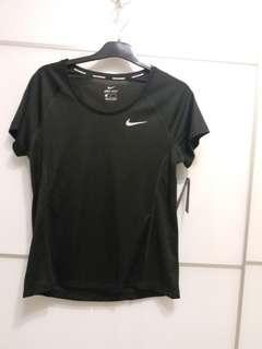 100% real & new Nike womens dri fit running tee 100% 全新正貨Nike 女裝速乾跑步上衣