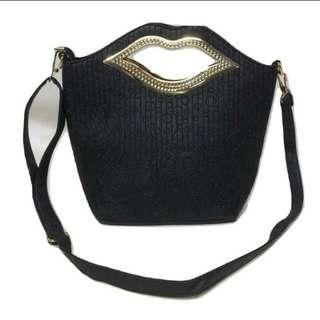 LIPS ladies handbag/slingbag