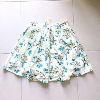 Instock! - BNWT Vintage Floral Printed Pleated Flared Skirt in White x Yellow x Green