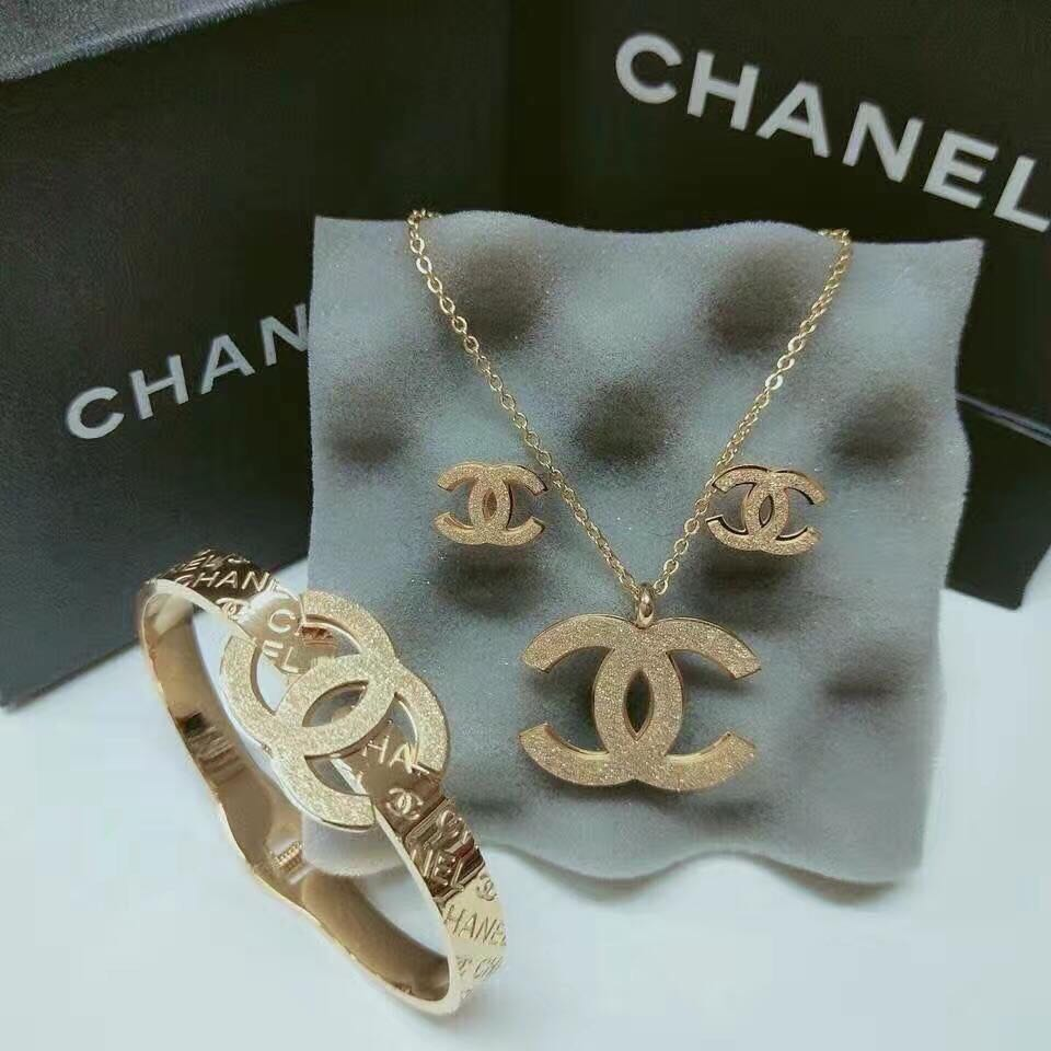Chanel Earrings And Necklace Set Women S Fashion Accessories Others On Carou
