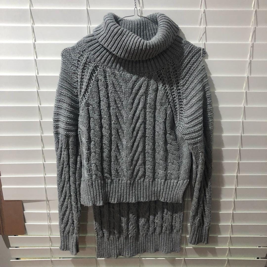 Grey knit with two layers and turtleneck
