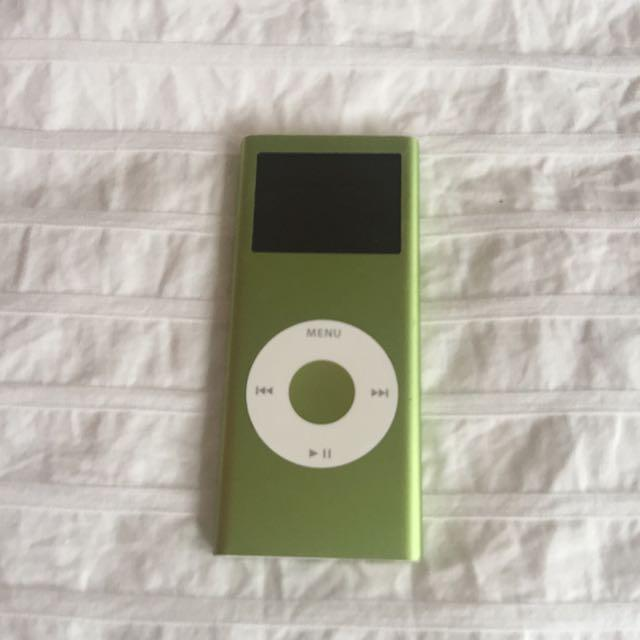 Metallic green Apple iPod🐉💚