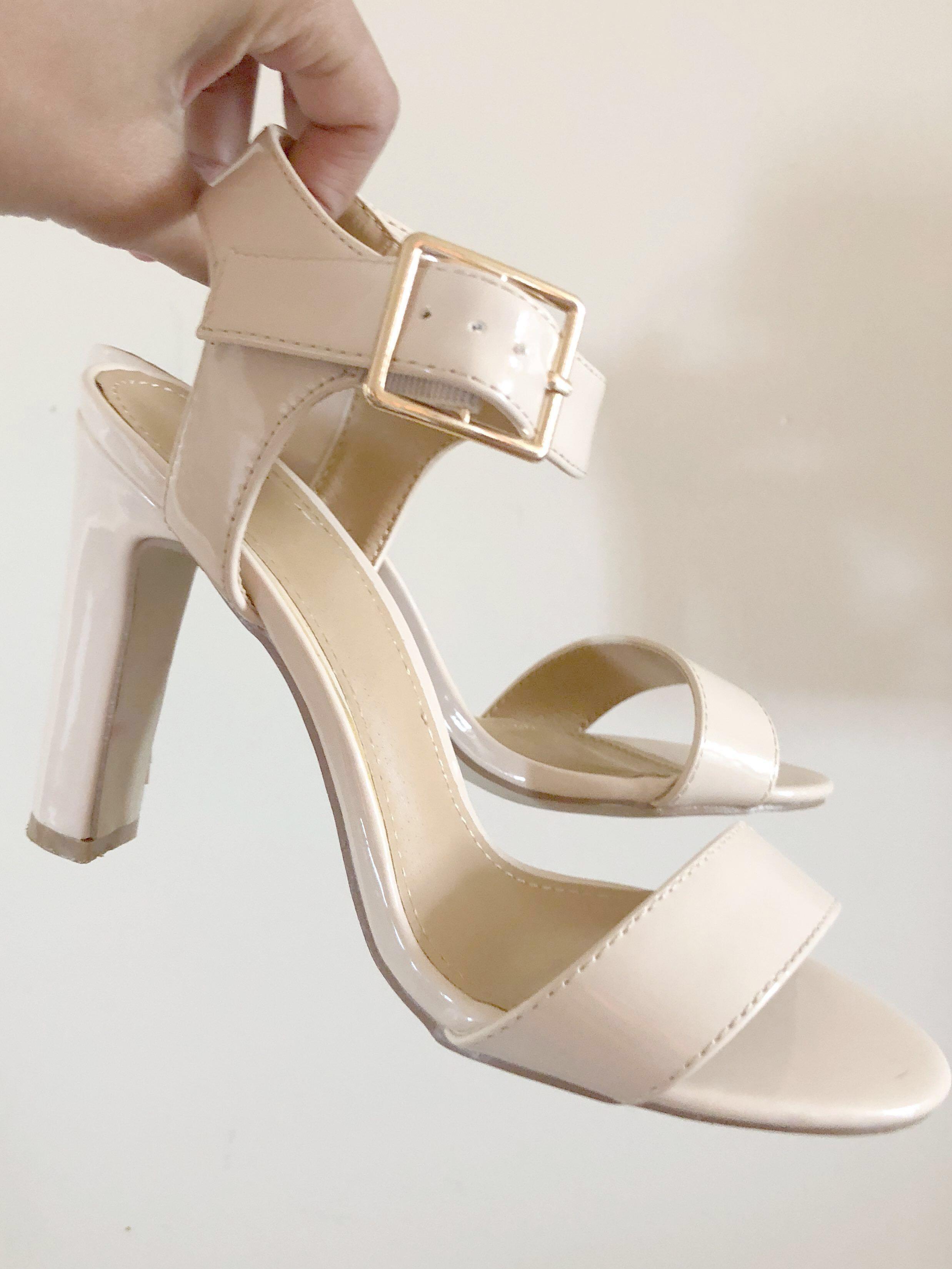 NEW Novo Nude Heels size 5