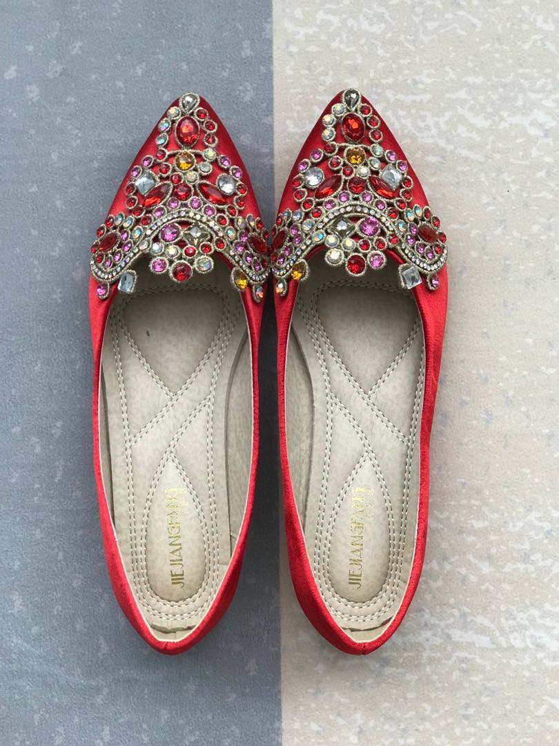 a2da582bf7d Red wedding shoes for tea ceremony