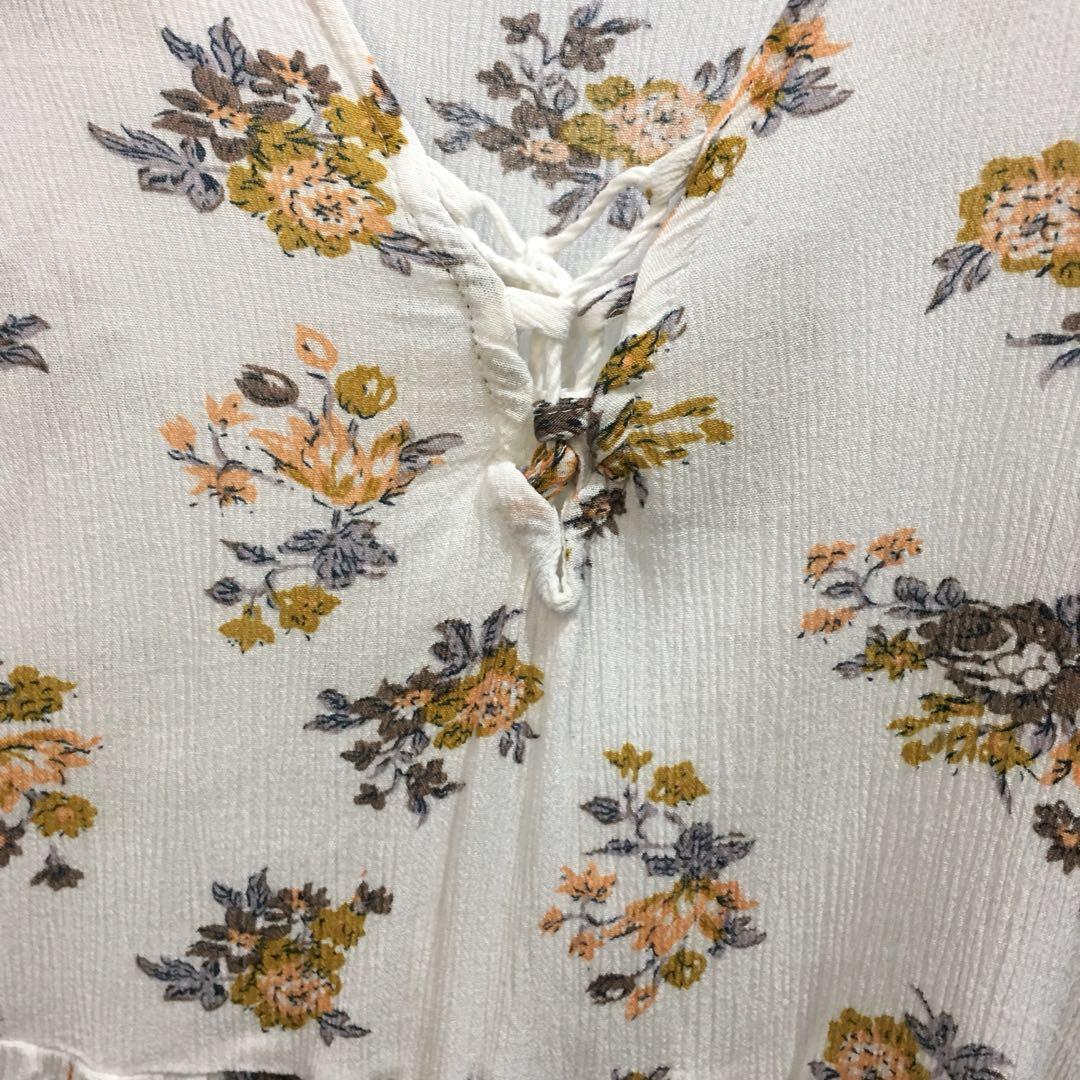 V-neck flower white blouse