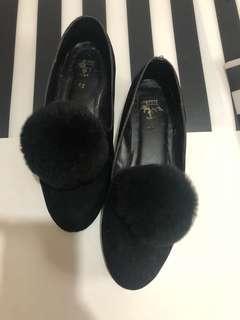 TSM: Fur Flats in Black Size 7