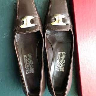 Salvatore Ferragamo shoe 7.5AA with box authentic