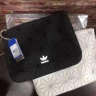 FREE POSTAGE + FREE GIFT!! Adidas 3D Clutch Bag x Issey Miyake | TRIPLE WHITE