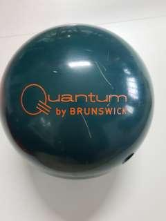 Brunswick Quantum 14lb bowling ball