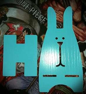 薄木板片手機/平板電腦座【藍色兔仔造型】