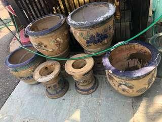Selling 4 Nonya flower pots with stands.