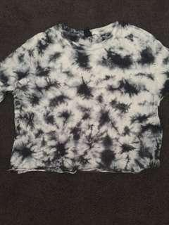Small cropped tie die long sleeve top