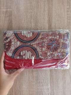 Clutch Anyaman Batik