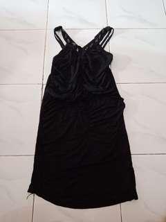 Dress hitam pas body