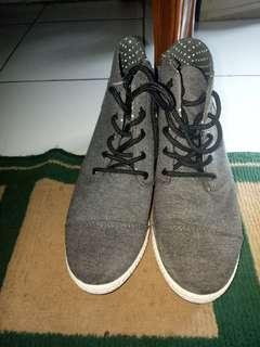 Sepatu wedges tomkins