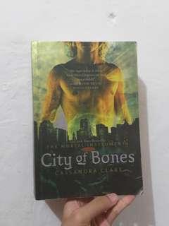 Novel city of bones